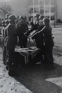 Přísaha. Lodž 1943.