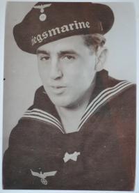 Bedřich už v námořnické unifomě Kriegsmarine. Kodaň říjen 1943