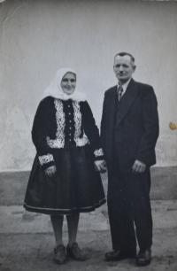 Otec s matkou na návštěvě ve Vracově.