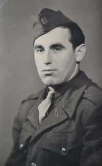 Bedřich v uniformě ČSLA. Beroun 1949.