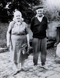 Prababička Hedvika Švédová se svým synem Zdenkem
