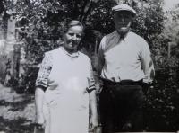 Prarodiče Hedvika a František Švédovi asi v roce 1962