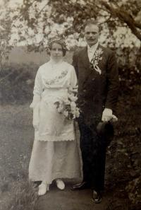 Svatební fotografie prarodičů Hedviky a Františka Švédových