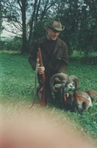 E. Kraus jako myslivec, úlovek muflona, Struhaře, 1994
