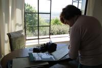 Pamětnice se svým albem během natáčení, duben 2018, Florencie