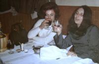 První léta v Itálii, Helena (vlevo) se souputnicí Jaroslavou Krejčovou (vpravo), Florencie, 1969-70