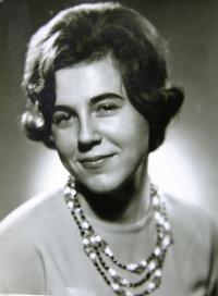 Helena, profilová fotografie, Praha, 1963