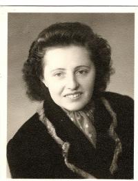 Historická fotografie Jiřiny Peškové, počátek 50. let