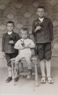 Vlevo Josef Hocz se svými bratry Janem a Štěpánem