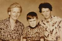 Vlevo matka Anna Hoczová