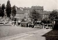 Žižkovo náměstí 1945 - barikáda