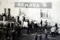 Masopust v Železné Rudě v r. 1946 (Vladimír Antoš byl organizátorem, převlečený za A.Hitlera)
