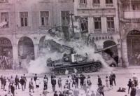 Ruský tank v libereckém podloubí, srpen 1968