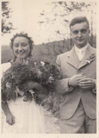 Svatební foto maminky a otce paní Gerlichové pár dnů před začátkem války
