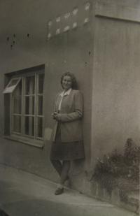Jitka Tobyášová (asi 1944)