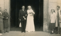 wedding photo 9.9. 1950, the church of St. Tomas in Brno
