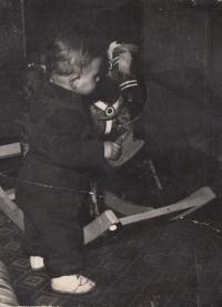 Jan Hrad jako malý chlapec - tehdy bydleli v Resslově ulici