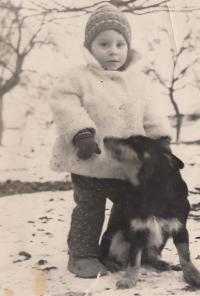 Jan Hrad jako chlapec u dědečka se psem (píše o tom v jedné ze svých literárních úvah)