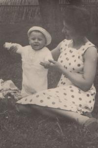 Malý Jan Hrad se svou řeckou maminkou