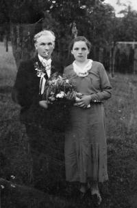 Teta Vlasty Tkadlecové Františka Sívková (rozená Valčíková) s manželem / 1939