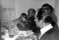 Janza hudebník - 1. zleva s trubkou
