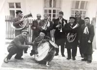 Janza hudebník - 3. zleva s trubkou