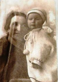 Eva Tauss with her mother Olga, 1 year old. Brno, 1924.