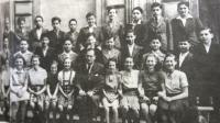 2nd grade of the Brno grammar school, school year 1938-39; teacher Otto Ungar. Eva Tauss sitting fifth from left