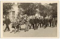 A march to honour the memory of T. G. Masaryk. Ina Weinbergerová in the 1st row, 2nd from left. Helena Fischerová (1st row, 3rd from left), her best friend from the movement, helps her carry the wreath. Holešov, September 1937