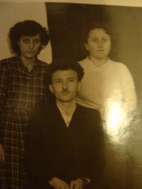 Anna Doubková stojící vpravo