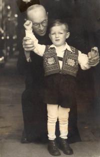 s dědečkem