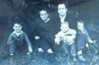 Husband Rudolf Buxbaum with his mother and children in 1960
