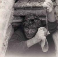 Jaroslav Kukol v australském nalezišti opálů / New South Wales / 1971