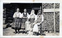 S matkou, sestrami a příbuznými v Litmanové cca 1938-1939