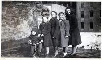 S matkou a sestrami v USA