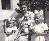 summer, Martha with mom and sisters