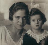 Anna Hyndráková s maminkou
