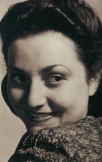 Anna Hyndráková, čtyřicátá léta