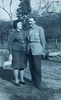 Otec Milan Šobota se svou sestrou Molkou