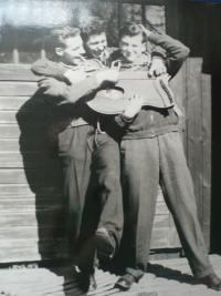 S Dulínem (Vladimír Novák) a Sergejem (Karel Ruml)