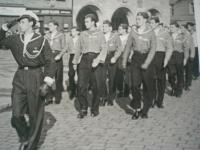 1945 Nymburk Buňa vede skauty