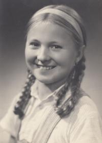 Zdena Mašínová as a child, September 1945, Poděbrady