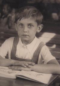 M. Janda ve školní lavici 1935