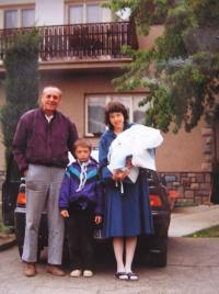 S dcerou a vnoučaty po propuštění