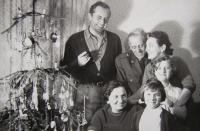 Jandův bratr s rodiči, manželkou a dětmi