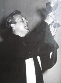 Manžel A. Mádr jako farář CČS