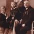Fialovi v roce 1932, zleva Eva, bratr Václav, maminka Marie (rozená Hamerlová), tatínek Václav
