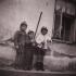 Děti v poválečném Nýrsku (Johann se sekerkou)