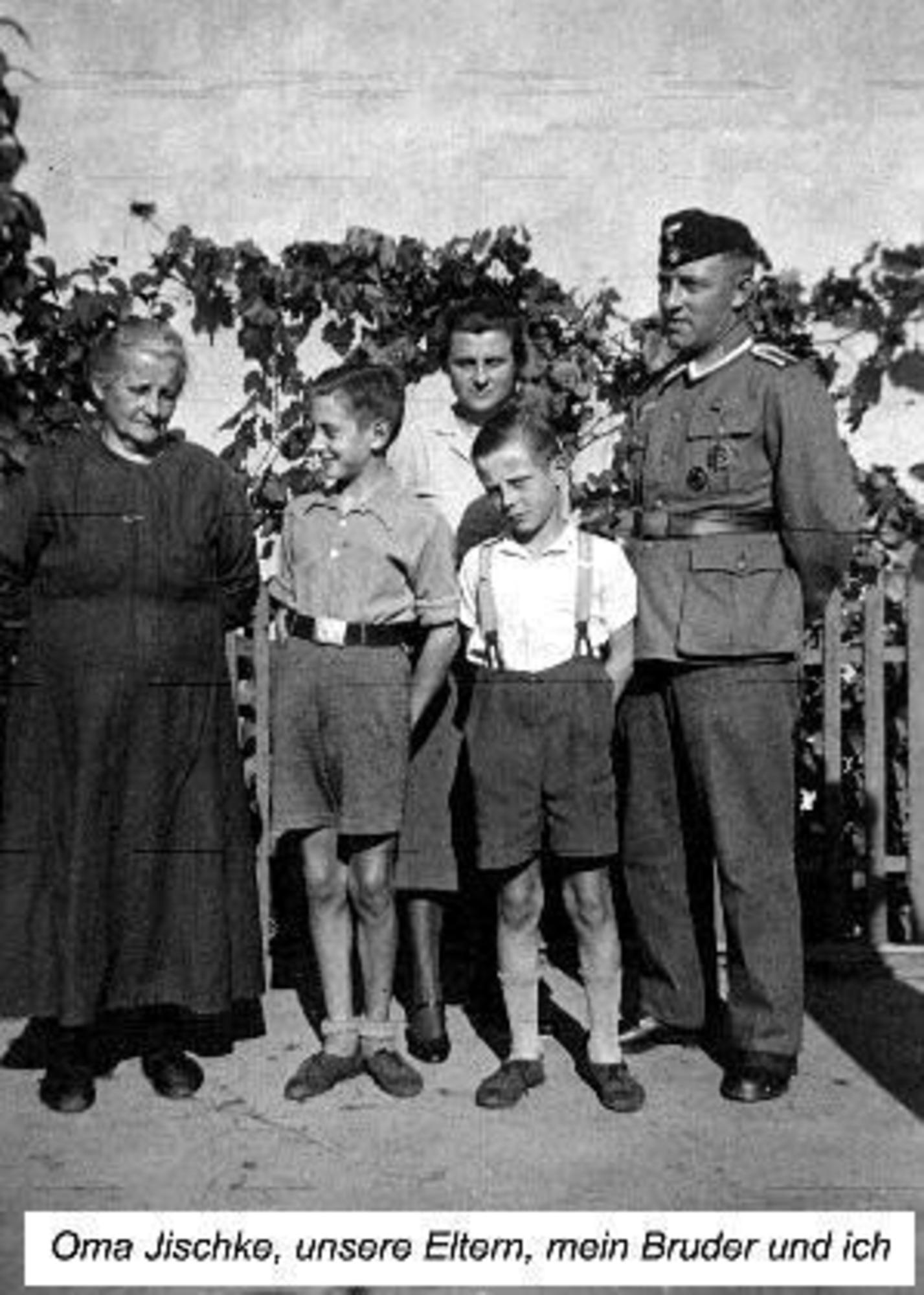 Willi Gerlach with his borther Kurt, parents and grandmother Jischke